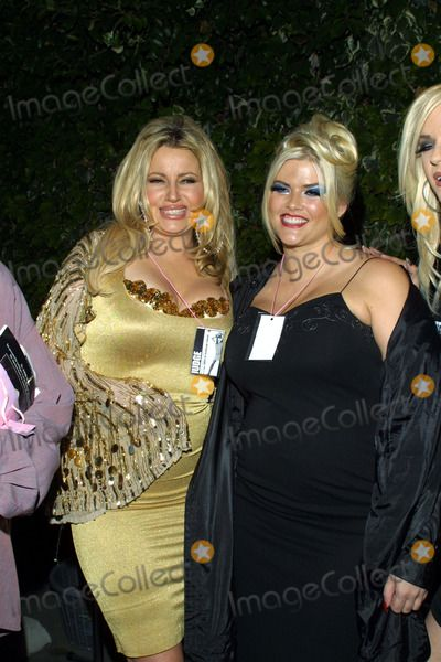 Anna Nicole Smith, Jennifer Coolidge, Queen Photo - : Second Annual Queen of Silverlake Pageant to Benefit Project New Hope Silverlakeblvd, LA, CA 07/13/2002 Jennifer Coolidge and Anna Nicole Smith Photo by Tom Rodriguez/Globe Photos,inc.2002 (D)