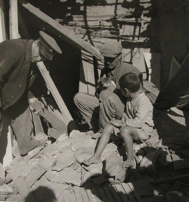 Βομβαρδισμός του Πειραιά, Φεβρουάριος 1941.φωτ.Βούλα Παπαιωάννου