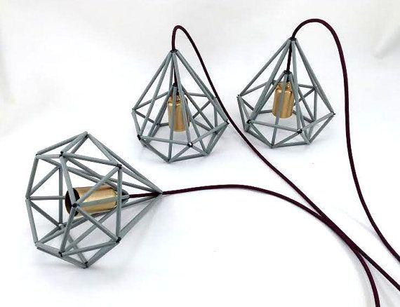 Maak een trosje met lampen op verschillende hoogtes - idee voor de speelkamer.