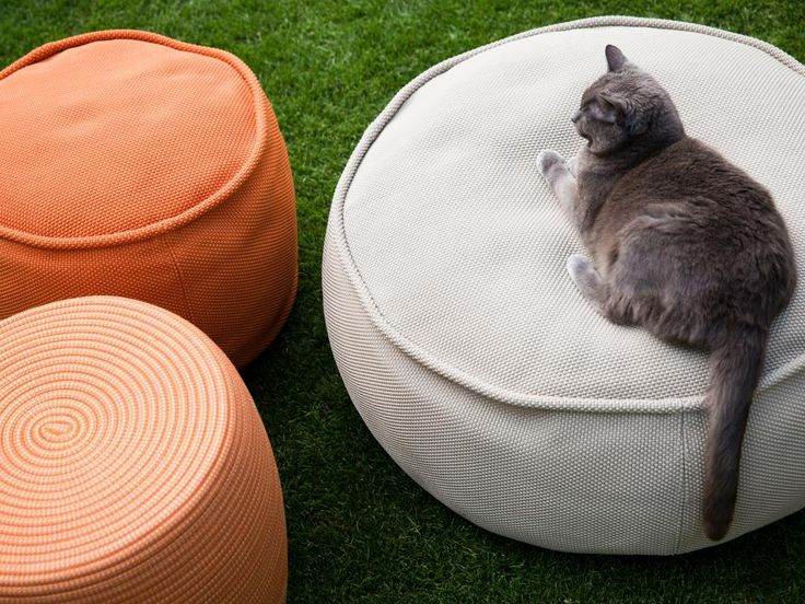 13 best ideas about ottoman on pinterest friendship sofa chair and the shape - Pouf eigentijds ontwerp ...