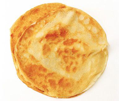 Ett recept på pannkakor utan ägg. I stället för ägg används chiafrön som binder mjölet. Bakpulvret gör att de äggfria pannkakorna reser sig lite också.