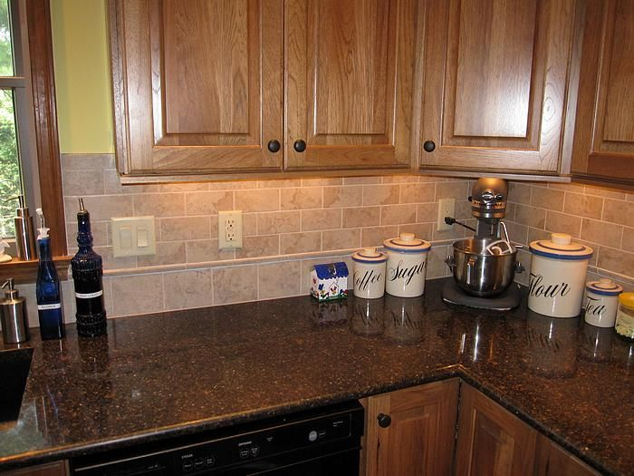 Backsplash Ideas For Oak Cabinets | Backsplash in remodeled kitchen on counter for oak kitchen cabinets ideas, small kitchen backsplash ideas, honey oak cabinets with black backsplash, honey oak kitchen cabinets with white kitchen cabinets,