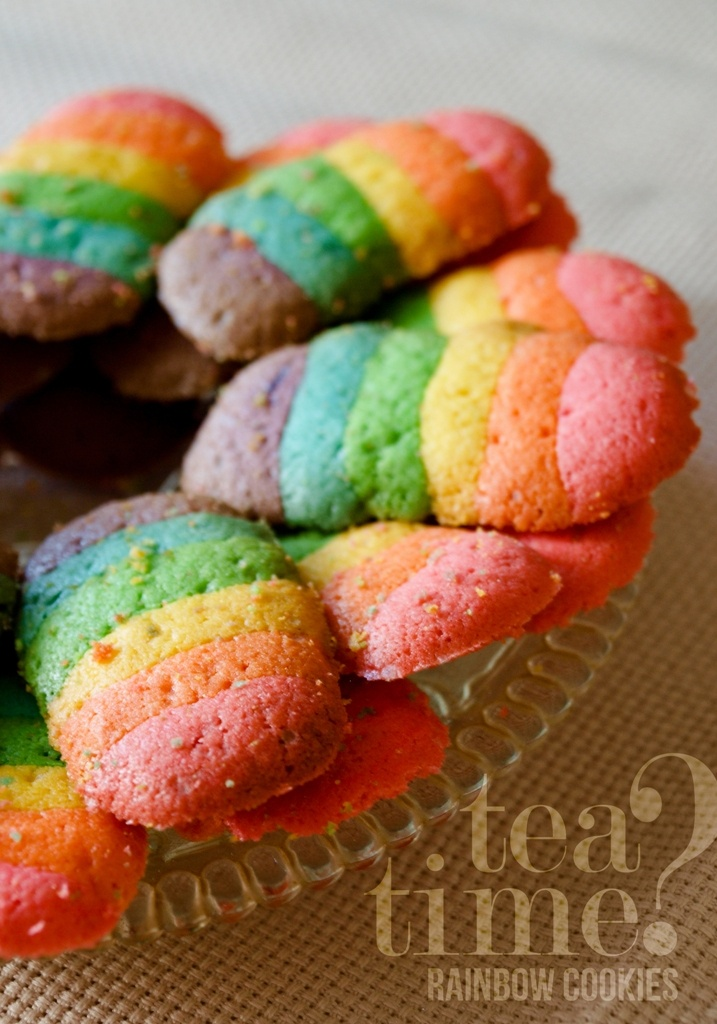 tea time? rainbow cat's tongue cookies in actions