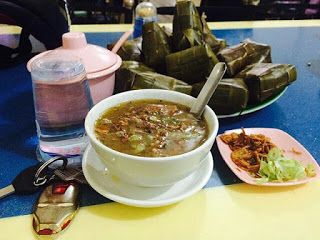 Coto Daeng Makassar, Wisata Kuliner di Makassar, Makanan Enak http://anekatempatkuliner.blogspot.co.id/2016/12/makanan-enak-di-makassar-yang-wajib.html