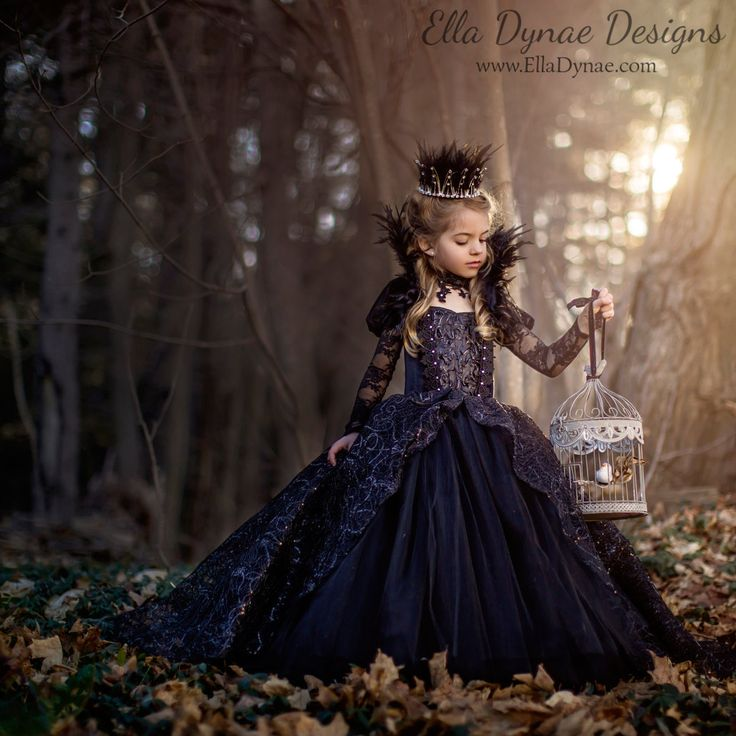 CHRISTMAS DELIVERY Limited Edition Evil Queen by EllaDynae