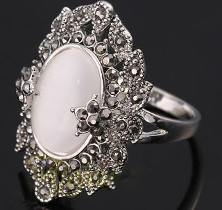 Products that inspire: Elegant Retro Style Opal Ring