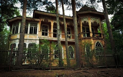 Stock image of 'abandoned house in the forest' Abandoned