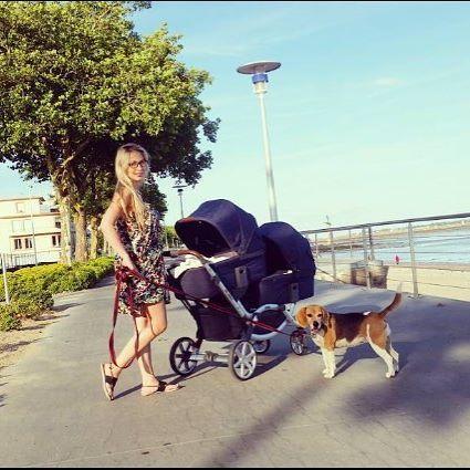 Im Sommer gibt es nichts Schöneres als mit Baby den Sonnenschein zu genießen. Für wen von Euch ist der Sommer auch die schönste Zeit des Jahres? / Summertime strolls are what we all enjoy the most. For whom of you is the summer time the most beautiful period of the year? Thanks to @dijanute20 #abcdesign #abcdesign_zoom #zoom #thinkbaby #stroller #double #pushchair #instagood #outside #beach #dog #style #fun #sweet #little #kids #baby #mom #motherlove #familytime #photooftheday…