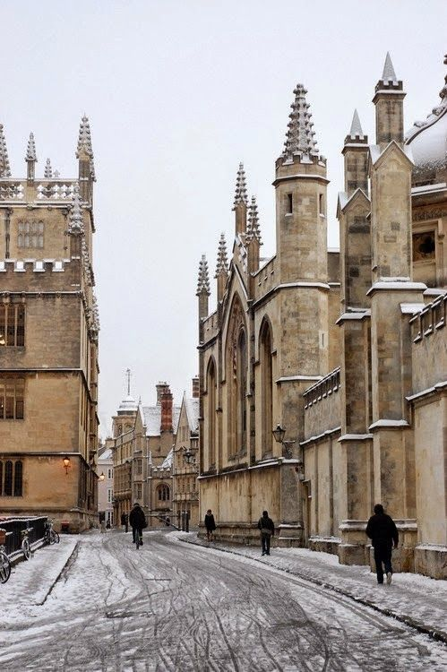 Snow in Oxford University, England