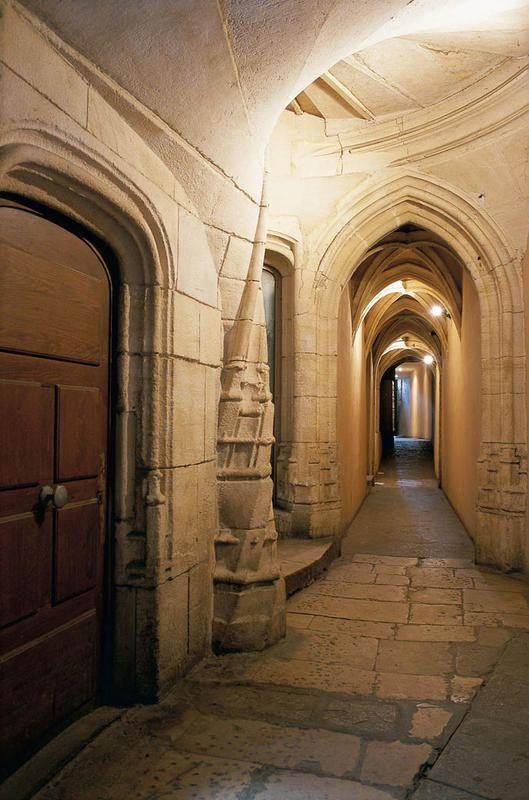 ¿Quieres saber algo más cobre los famosos pasadizos de la ciudad de Lyon?