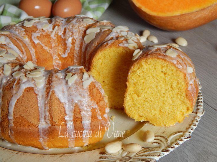 Ciambella mandorle e zucca ricetta dolce per una torta soffice, profumata, golosa, umida, che si scioglie sul palato. Da fare con Bimby o frullatore