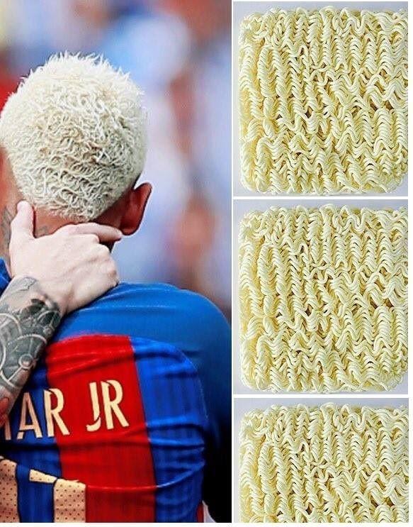 Fryzura Neymara jest całkiem podobna do makaronu • Neymar ma makaron na głowie? • Śmieszne memy piłkarskie • Wejdź i zobacz więcej >> #neymar #barca #barcelona #fcbarcelona #funny #memes #football #soccer #sports #pilkanozna #futbol