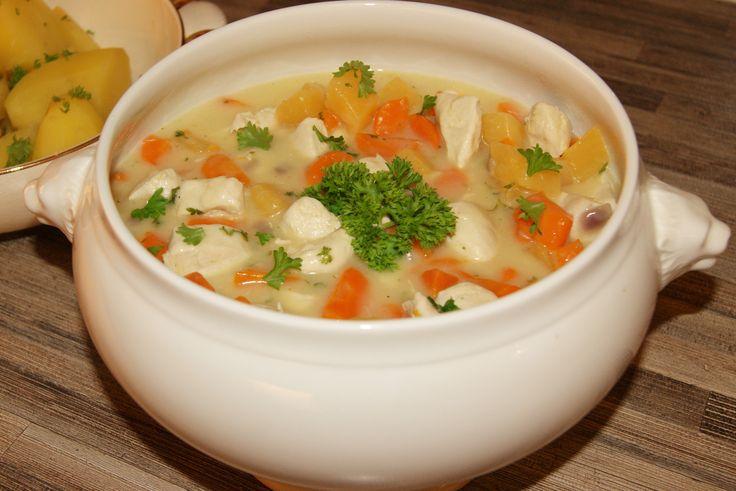 Frikassé er en norsk tradisjonsrett, vanligvis laget på lam eller høns. Bruker en kylling (filet) tar det mye kortere tid og det smaker fortsatt kjempe godt ;) Her har jeg laget en mager, næringsri…