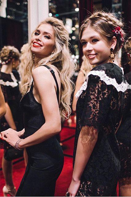Какие красотки: Вера Брежнева с дочерью Соней на презентации коллекции Dolce&Gabbana