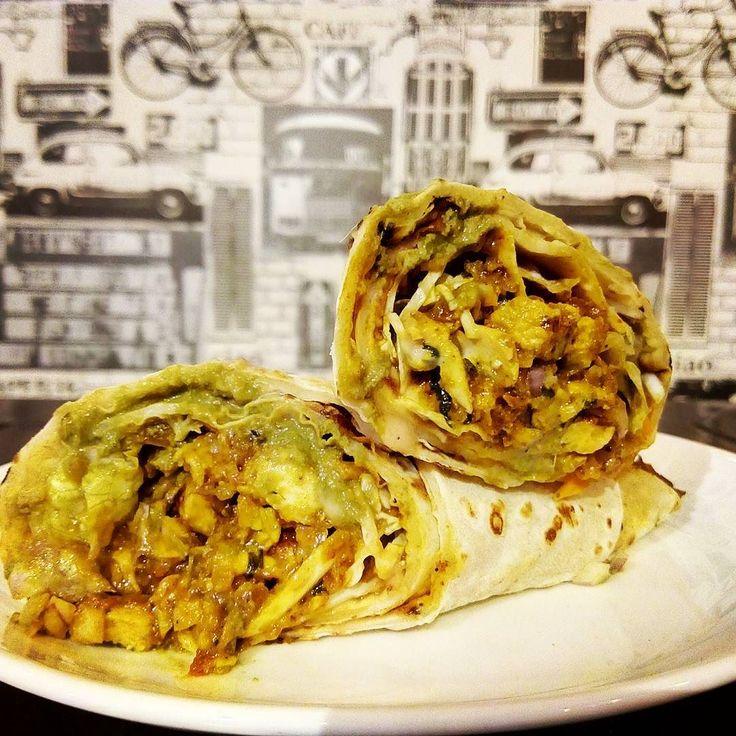 #roll #chickenroll #kathiroll  #baner #cafeholicpune #thatshowweroll !