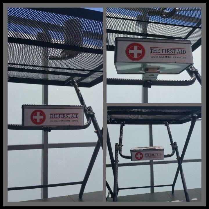 Holder and box-(držiak a výsuvná krabica na vonkajší stôl )