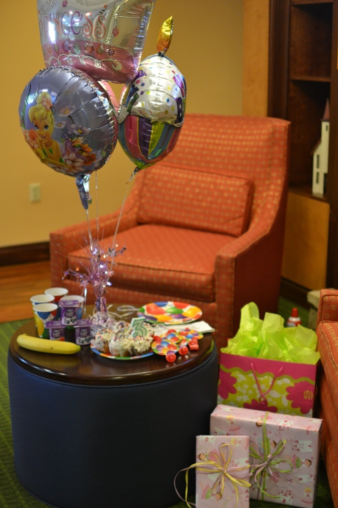 Hotel room birthday party images for Cute room ideas for 15 year old