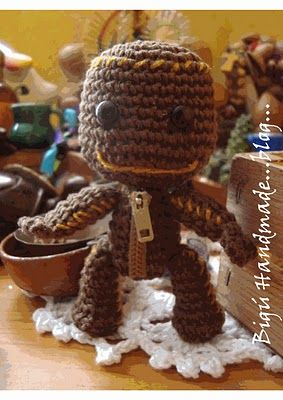 Word Boy told me he really wanted a Sackboy amigurumi (Sackboy is from Little Big Planet). Lo and behold, here is a pattern! I appreciate the blogger including instructions in English, though I was prepared to try to crochet it in Spanish.
