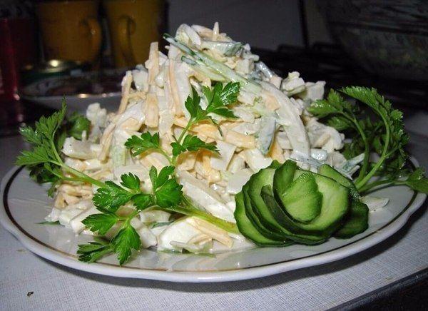 Салат с кальмарами для лёгкого ужина