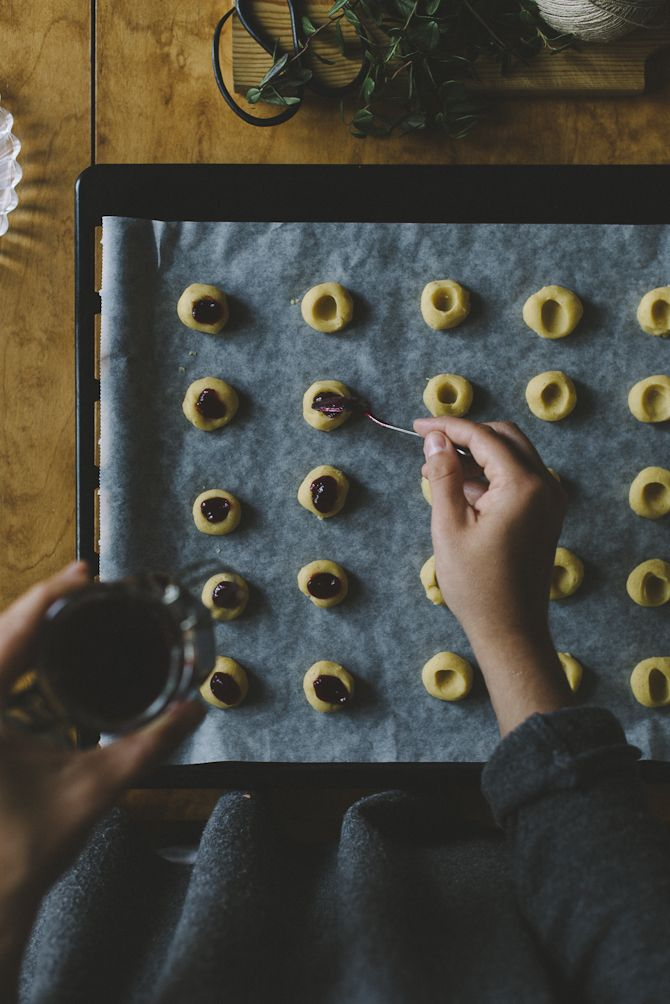Jam-filled thumbprint cookies with saffron and lingonberries « B.I.B - Babes in Boyland