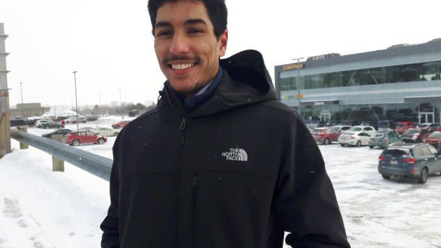 10/02/2017 - Un athlète canadien d'origine marocaine du Vert & Or de l'Université de Sherbrooke refoulé à la frontière américaine : Yassine Aber est né au Québec. Il a été refoulé à la frontière américaine  alors qu'il se rendait avec son équipe d'athlétisme à une compétition à Boston. Ses parents sont d'origine marocaines.