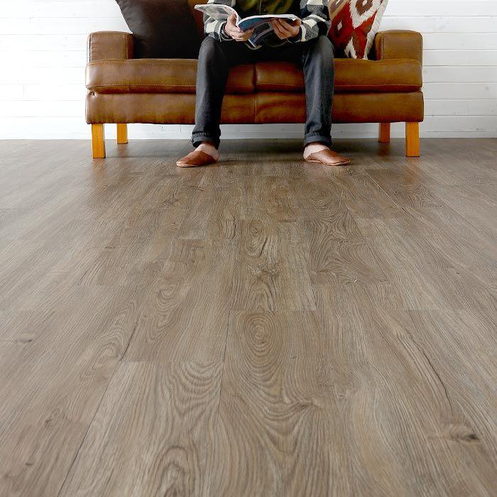 初心者でもできる床のお手軽DIY。置くだけ、貼るだけのタイプをご紹介!
