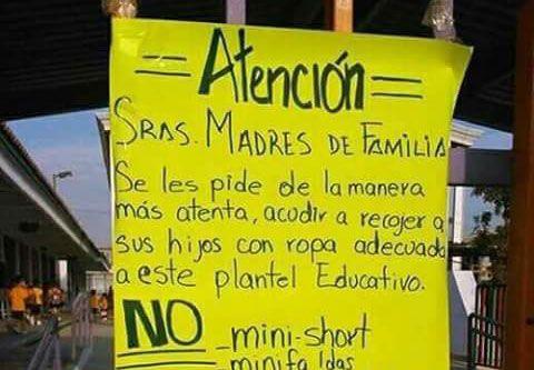 La fotografía de un cartel pegado en una escuela está causando polémica en las redes sociales, por un mensaje que parecer ser machista.