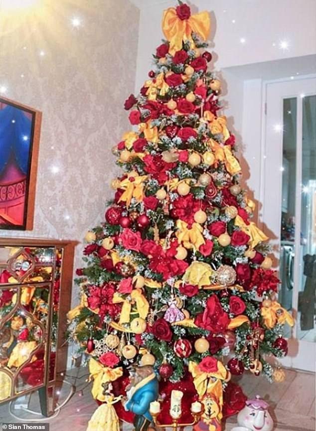 Real Life Disney Princess Creates Cinderella Christmas Tree Christmas Tree Themes Disney Christmas Tree Christmas Tree
