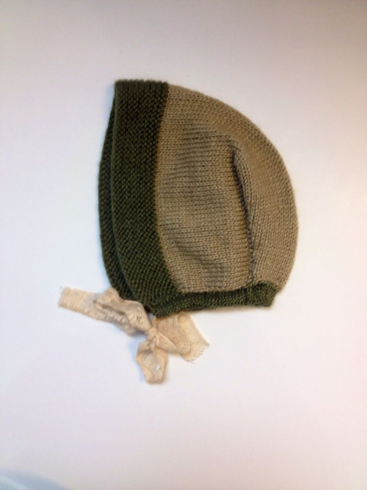 Knitted bonnet in silk and baby alpakka