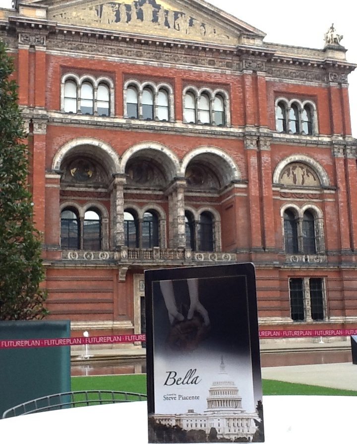 Bella slips into London, spotted at Victoria and Albert Museum.