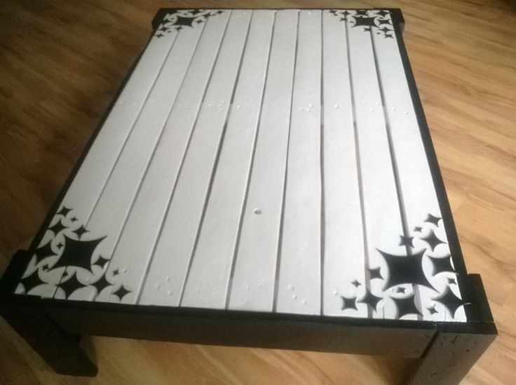 Unique, vintage ,recycled, retro decorated pallet coffee table.Black and white  http://www.ebay.co.uk/itm/251595169950?ssPageName=STRK:MESELX:IT&_trksid=p3984.m1555.l2649
