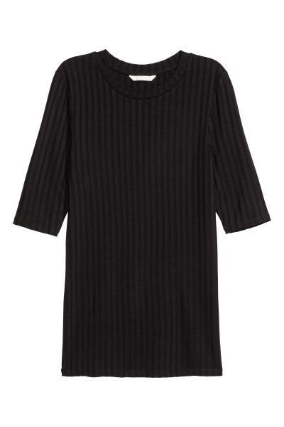 Bluză din jerseu: Bluză elastică din jerseu moale, cu mâneci scurte.