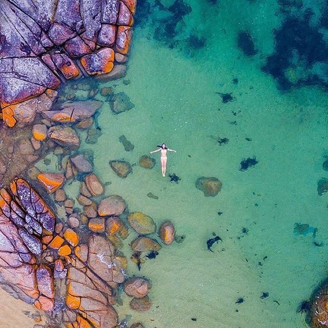 Bay of Fires, Tasmania Turning the corner on the road from St Helens into Binalong Bay, the sight is simply jaw-dropping: the turquoise-coloured ocean breaks onto a breathtakingly white beach fringed with huge boulders draped with iconic orange lichen! Via Instagram @wanderlust_tribe