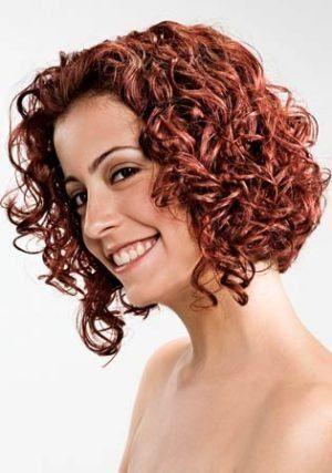 cabelos curtos cacheados chanelzinho
