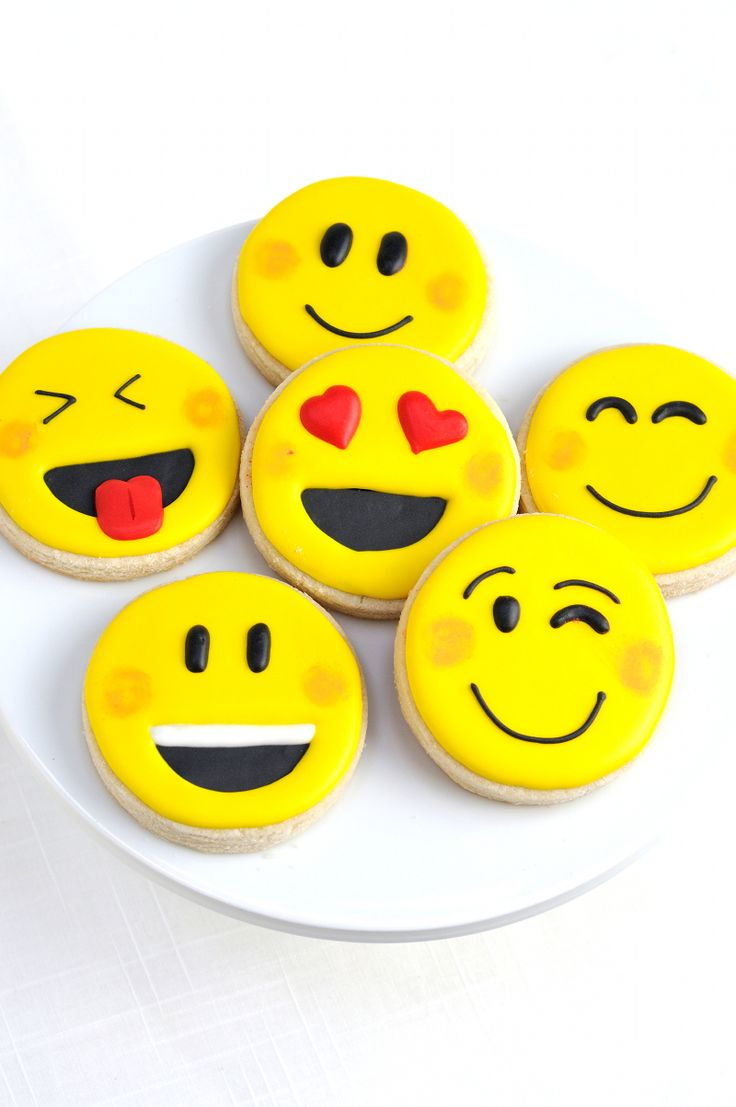 Emoji party cookies