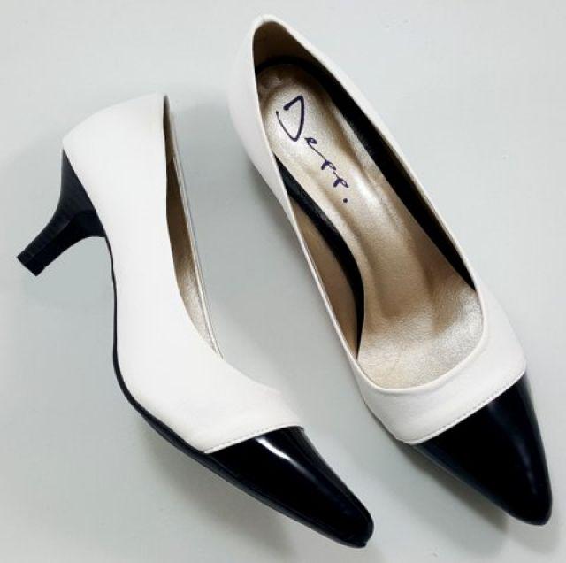 Sapato Scarpin Feminino Bicolor Branco Com Verniz Preto - Ref: 19050700