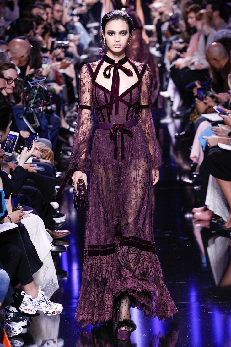 Elie Saab Fall 2017 Ready-to-Wear Collection #fashion #runway