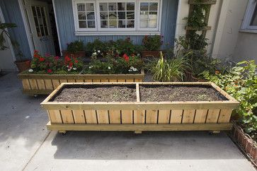 Raised Bed Planter On Wheels Design - brilliant...especially if you want to make use of a long sunny driveway!!! What better way to get around HOA restrictions on gardens in front yards!