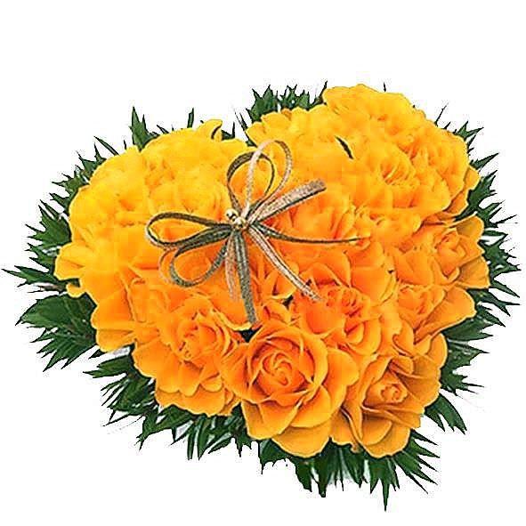 Букет сердце из цветов. Композиция Сердце из желтых роз в зелени 41 шт. (Эквадор)