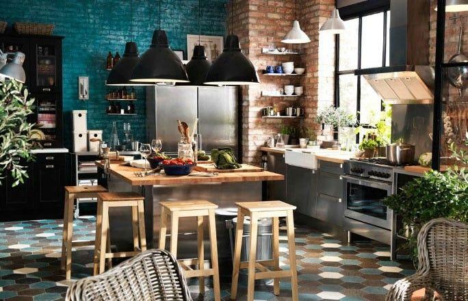 Une cuisine IKEA pour un esprit loft : cuisine ouverte, îlot central, bois, aluminium, briques, carrelage vintage,... cette cuisine est dign...