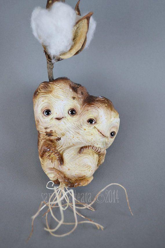 Cottun et Godon - poupée de coton fleur art sculpt ooak fantastique conte de fées créature magique racines mandragore aubergine mascotte