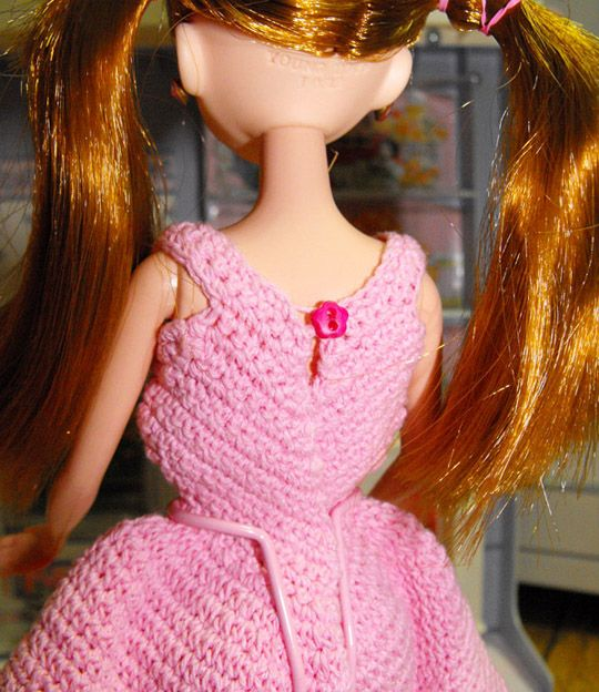 crochet : fashion doll dress 2 (http://www.lovemlb.net/)