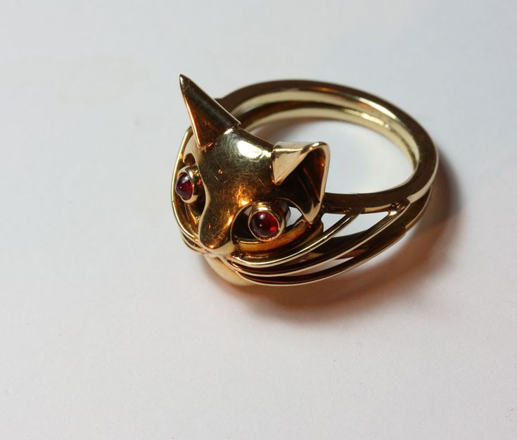 c. 1960 cat ring with ruby eyes