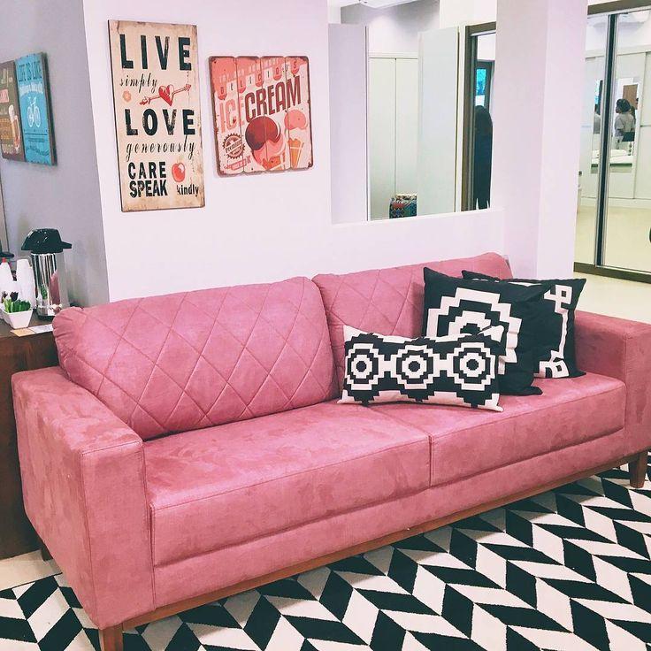 """1,663 curtidas, 25 comentários - Decor Feelings 💙 (@decorfeelings) no Instagram: """"Sobre ter um sofá rosa e um tapete #chevron maravilhoso. Quem usaria? 😍 #decorfeelingsinspira via…"""""""