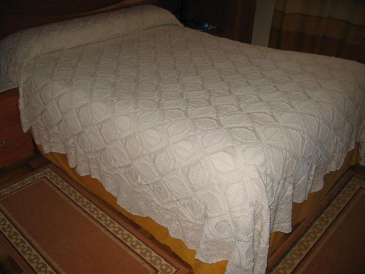 Colcha clásica para cama de matrimonio,hecha por mi(Rosario Bellón)
