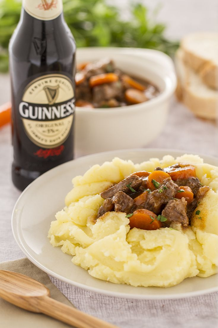 The #beef and #Guinness #stew is a traditional #Irish recipe, which is usually served with mashed #potatoes! The most famous dry #stout adds a unique flavour to the meat!