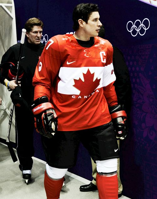 Sidney Crosby walking out to the Team Canada photo with Mike Babcock [Feb 11, 2014]