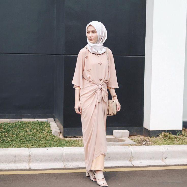 "3,308 Likes, 22 Comments - Dwi Handayani Syah Putri (@dwihandaanda) on Instagram: ""Details are my favorite. This kaftan from @milas_official ."""
