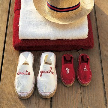 Des espadrilles brodées en rouge et blanc // sandals, shoes, red, white