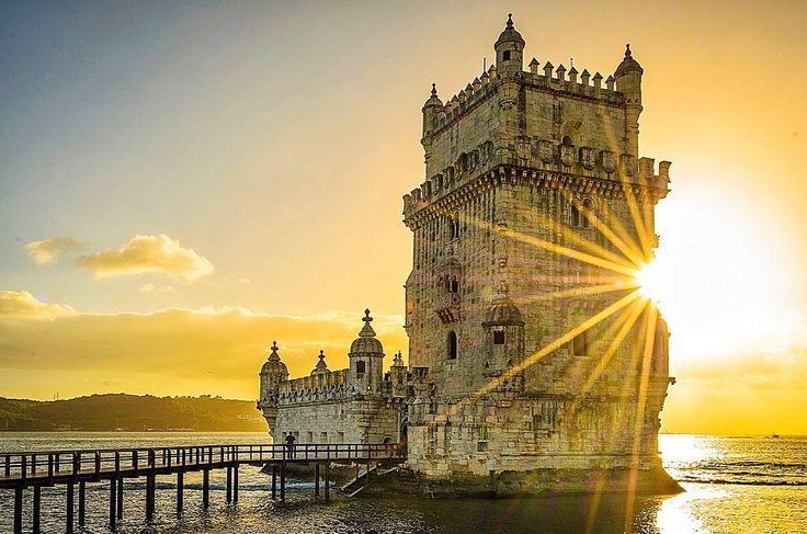 Os 20 monumentos mais bonitos de Portugal - Vortex Magazine 16.04.2015   Com centenas de anos, mais simples ou mais sumptuosos, existem milhares de monumentos por todo o país. Conheça os 20 monumentos mais bonitos de Portugal. Foto: Torre de Belém, Lisboa